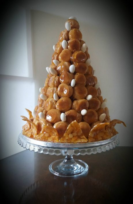 "alt=""gourmandises croquembouche 60th birthday"""